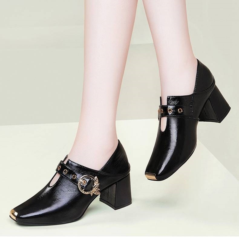 High heeled shoes womens spring 2020 leather shoes new medium heel soft leather black spring bright leather professional square head small thick heel shoes