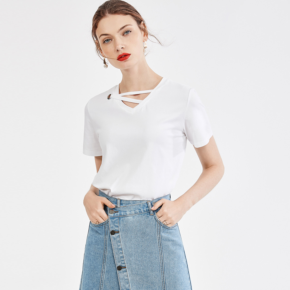 乐刻2020夏装新款女式t恤纯色V领交叉绑带设计时尚百搭短袖t恤女