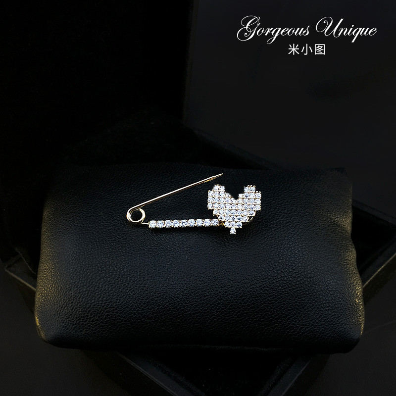 735 exquisite love pin female flash drill heart type Brooch fastening pin cardigan silk scarf