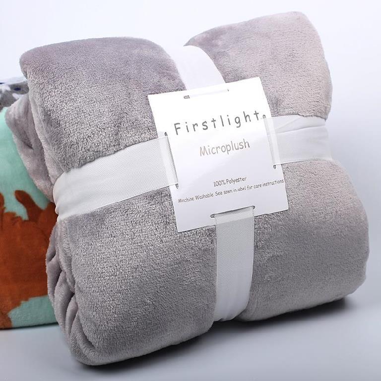 沙发毯毛毯车用毛巾毯毯子薄款空调毯毛巾被膝盖盖毯小孩。