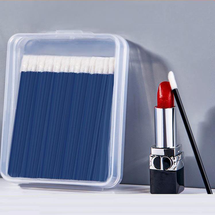 Disposable eye shadow brushes, soft hair, a telescopic lip brush, lipstick, lip brush, portable lipstick, professional lip brush.