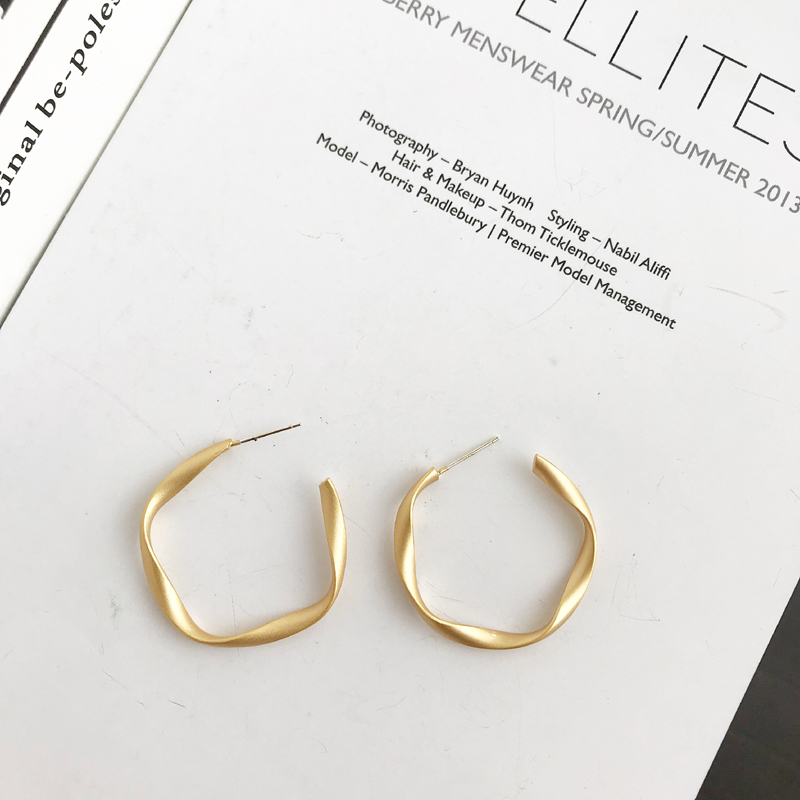 Earrings 2018 tide ring ring earrings ring atmosphere circle student Earrings simple and versatile