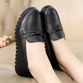 正品妈妈鞋子40岁女士50穿的60舒服平底春季中老年人皮鞋老人