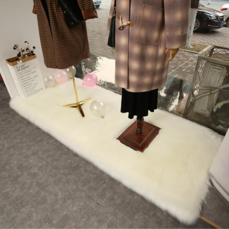 Tabletop, floor cloth, necklace, window, white plush carpet, decorative blanket, bedside mat, bag, cushion, background cloth