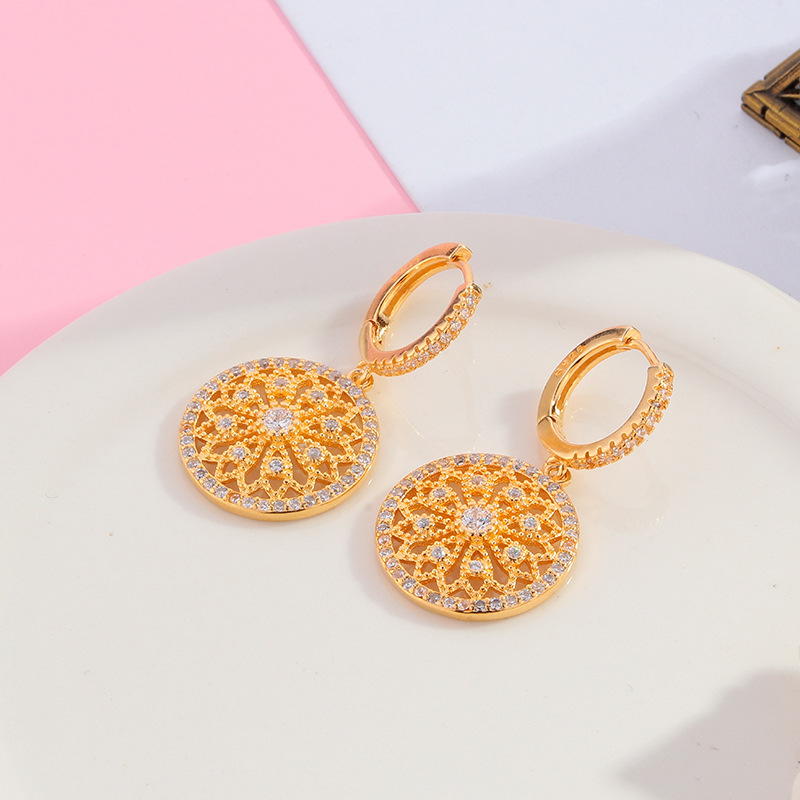 Fashion and simplicity of Hong Kong style female Earrings antique disc inlaid with diamond earrings electroplating gold earrings Taobao hot sale
