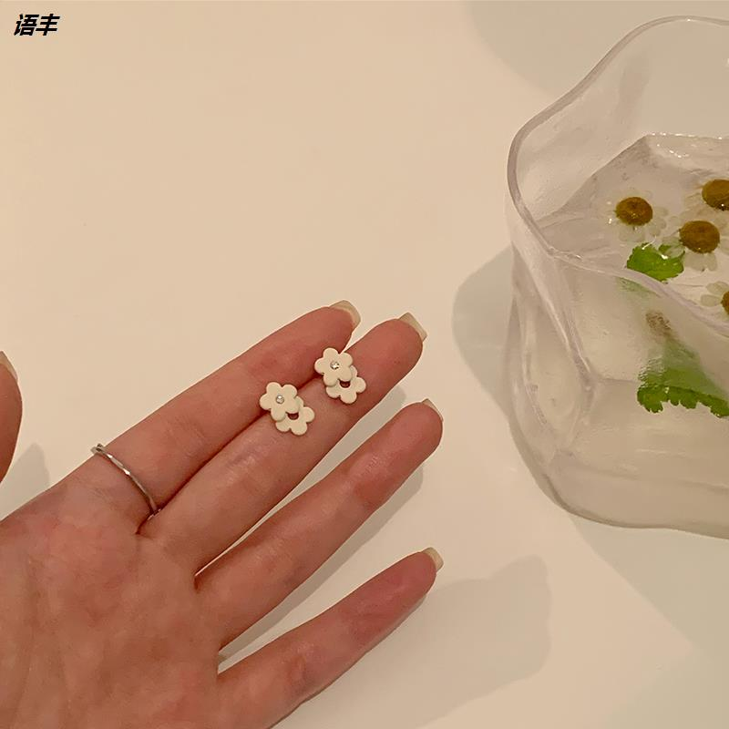Summer flower earrings 2021 new fashion earrings womens ear clip simple and compact temperament high atmosphere Earrings