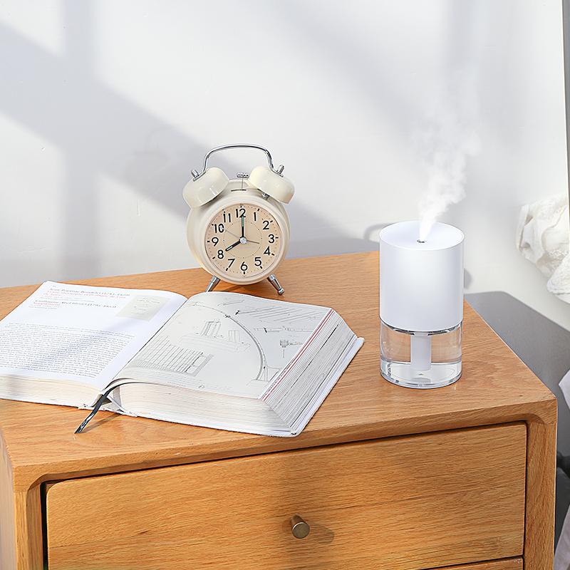 ホワイト加湿器家庭用静音寝室ミニオフィスのデスクトップの顔補水ネットの赤い香り