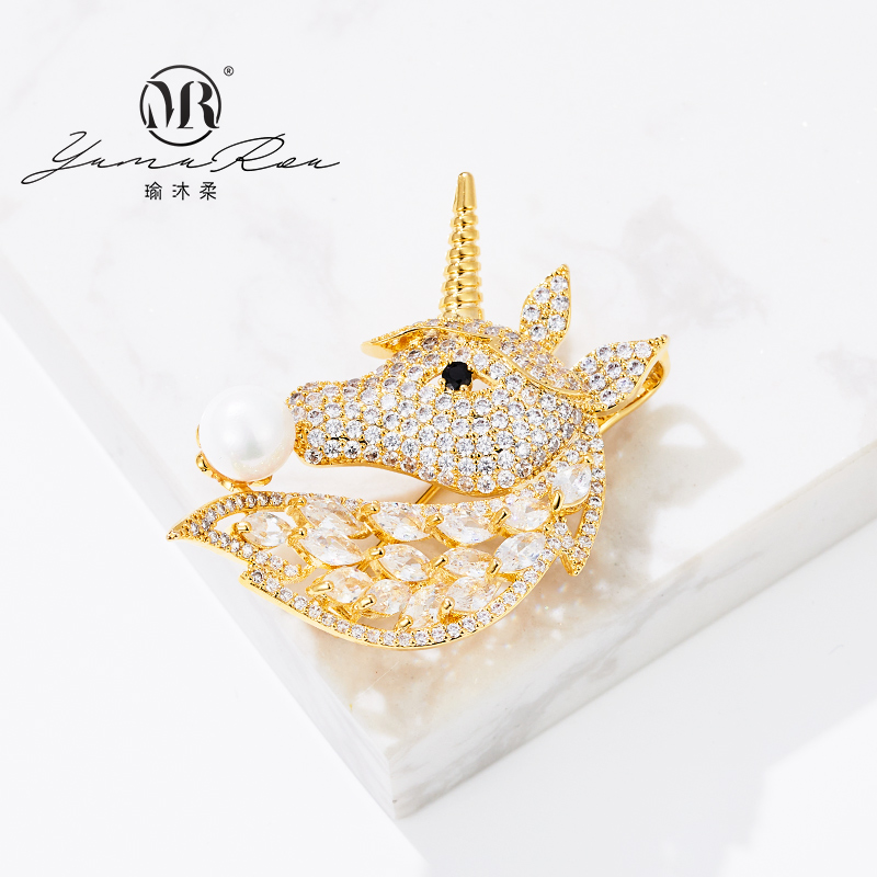 Yumurou Unicorn Gold Plated Platinum crystal natural Haoshi Brooch female ins style banquet can be wholesale agent