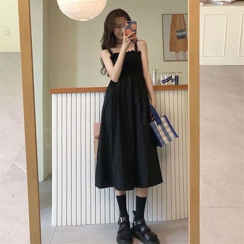 小黑裙2021年新款夏裙子版收腰黑色吊带裙中长款衣裙女