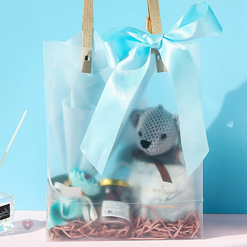 The best mans gift box with hand gift is made to order mug, western style girls bag, one year old gift box with hand gift.