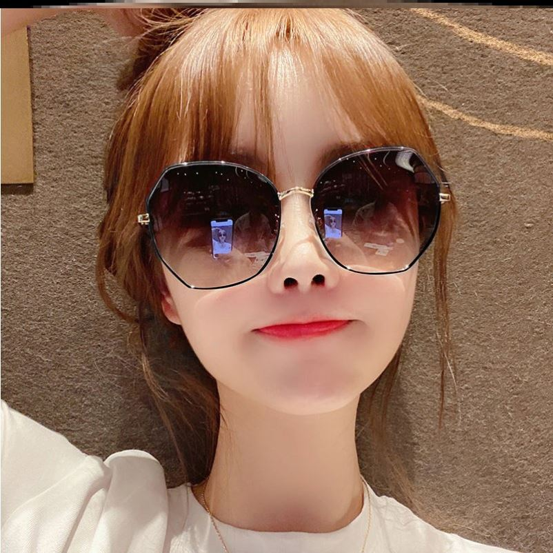Frame wind small square small fragrance popular eye care lovers womens Retro folding sunscreen Sunglasses 2021 NEW