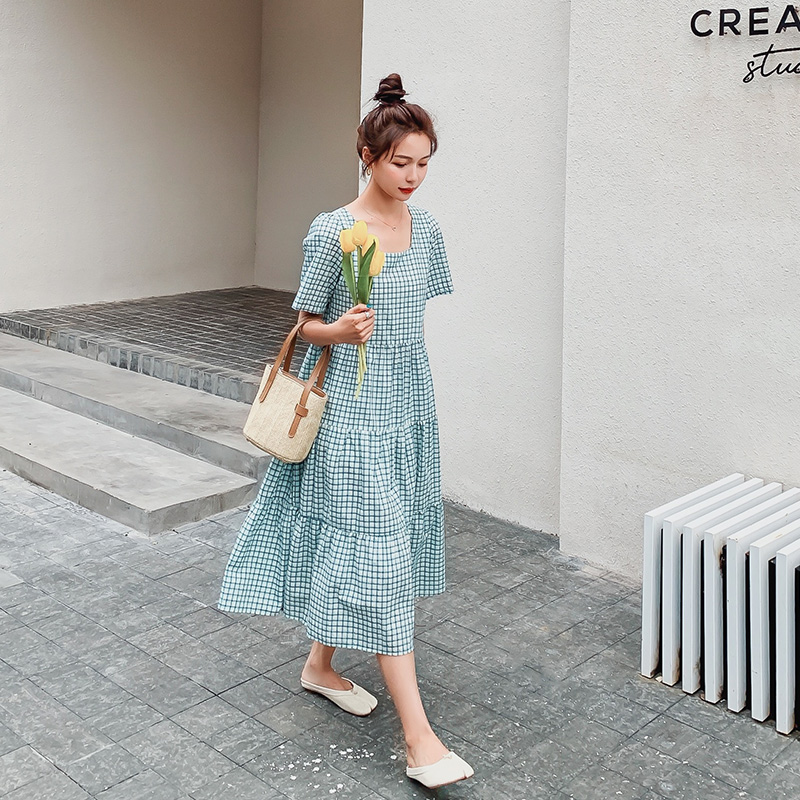 Square collar Plaid Dress women 2020 summer new Korean loose show thin bubble sleeve French temperament fairy skirt