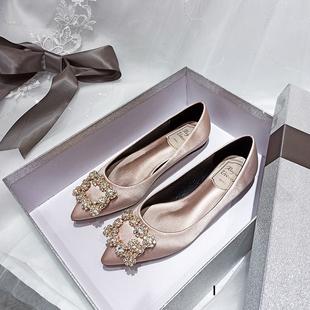 香槟色婚鞋新娘鞋2020新款婚纱平底法式大码缎面伴娘鞋低跟结婚鞋