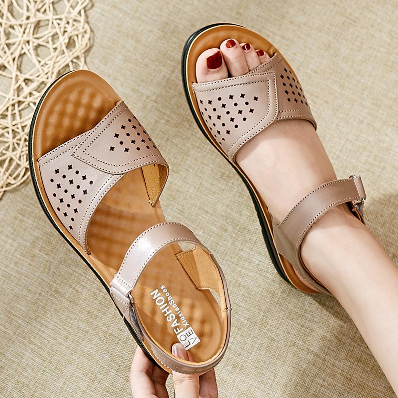 女鞋妈妈凉鞋2020夏季新款真皮平底舒适软底中老年防滑坡跟凉鞋女