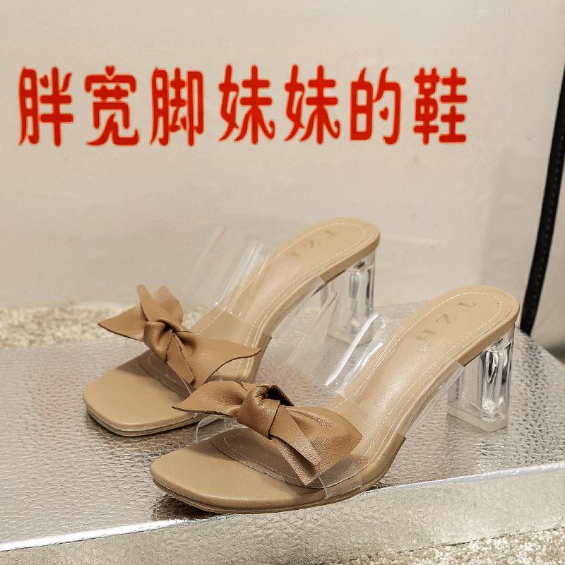 。凉鞋拖鞋女水晶跟夏季2020新款时尚大码胖宽脚肥蝴蝶结一字高跟