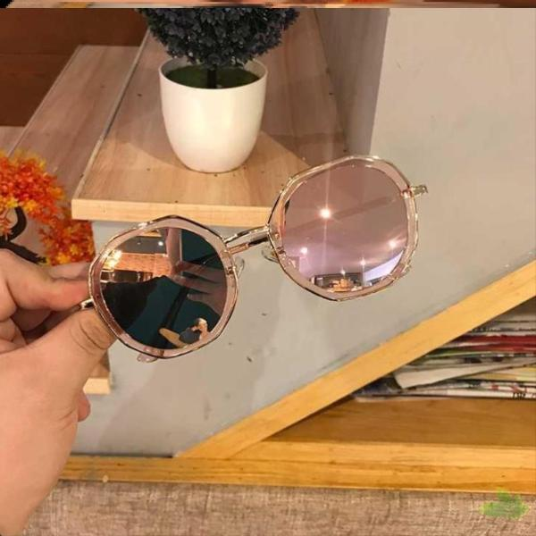 Lovely casual Sunglasses Womens polarized anti ultraviolet comfortable round black glasses gradient foreign style in 2020