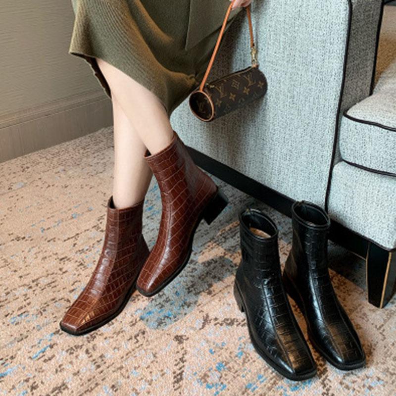 马丁靴女2020新款秋英伦风石头纹后拉链方头百搭棕色复古平底短靴