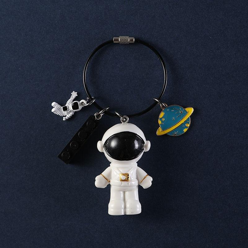 宇宙飛行士のペンダントの自動車の鍵は女性のアイデアの個性を掛けます。