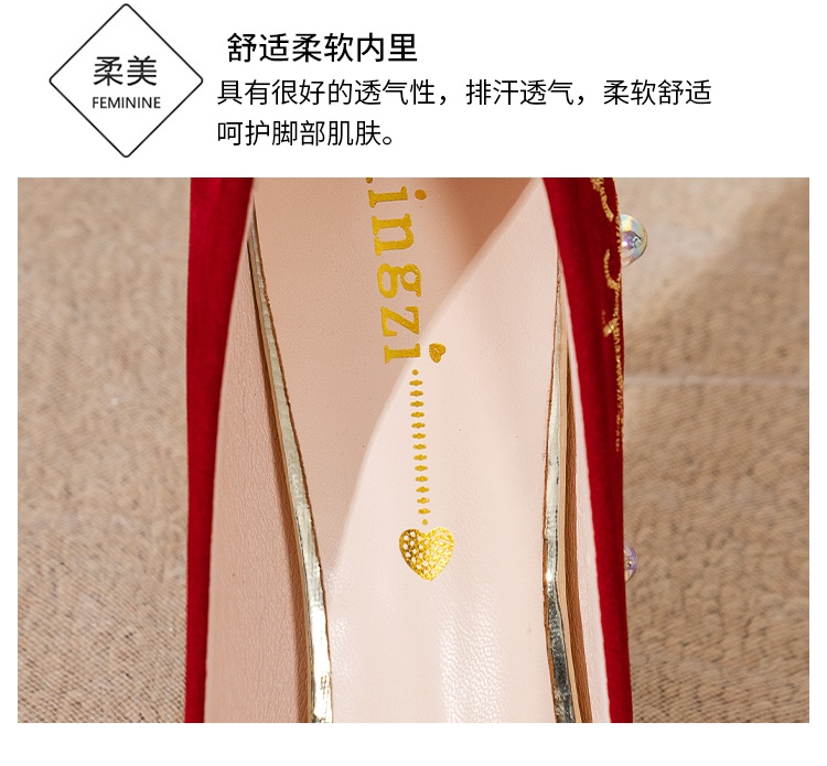 。 Pregnant women can wear low Chinese t thick wedding dress, high heels, thick heels, red shoes, wedding champagne water main drill
