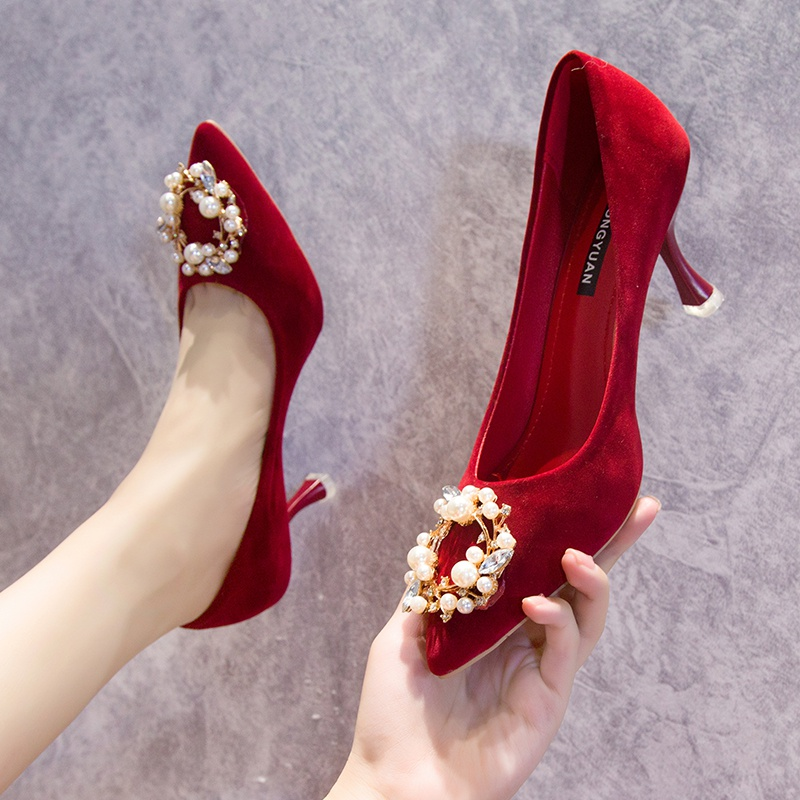 。 Red pregnant woman y thick high heels big heels are not tired and comfortable feet show shoes and clothes wedding dress Wo wedding dress with wedding dress