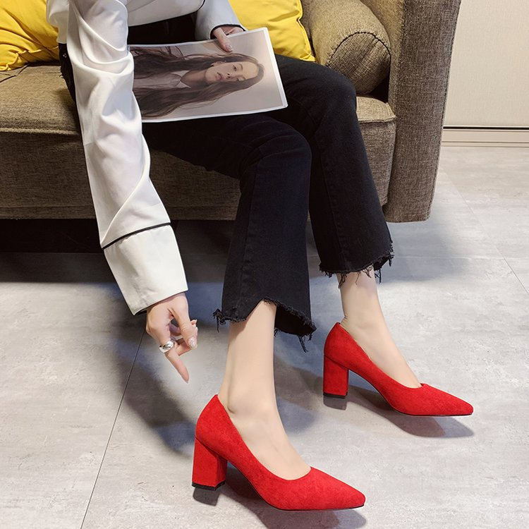 。 Get married with the new thick pregnant women Zhongxin a Niang 2021 heels, womens Chinese style Wo Fu high heels, spring red