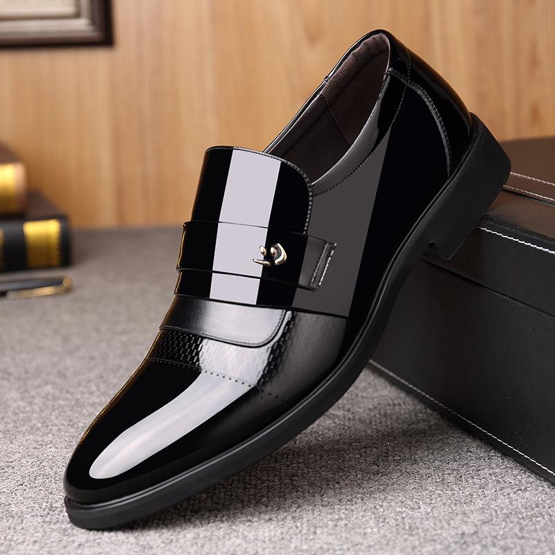 韓国は連れていないで道連れの靴のコンタクトレンズの内に尖って結婚します。花婿の靴の高さの6 cmの男性靴の秋の黒いです。