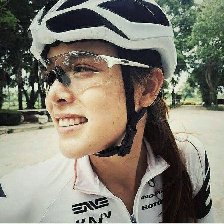 Ultra light riding glasses all-weather color changing men and women running fishing transparent windproof sand Sports Sunglasses bicycle