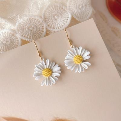 With accessories, lovely little light walking small Korean anti flower pin brooch brooch earrings earrings earrings earrings