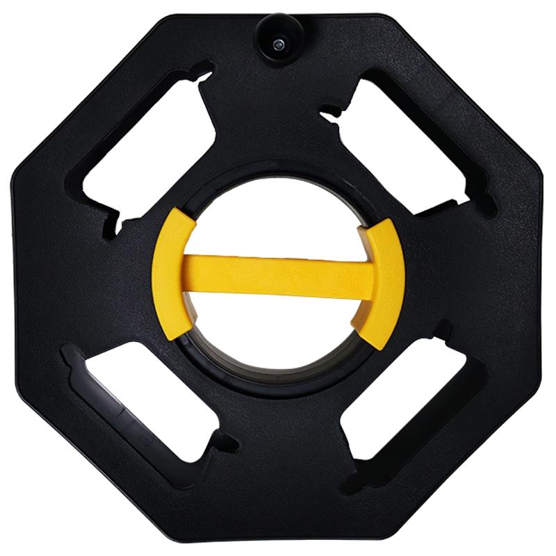 住宅用のハンドル移動式の電線の巻き取り器は、糸巻きケーブルの空きディスクをめぐって、引糸軸ローラーを収納します。