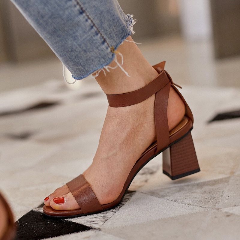 Summer new ankle buckle design high-heeled sandals, one line with a very simple wind, brown retro versatile leather womens shoes