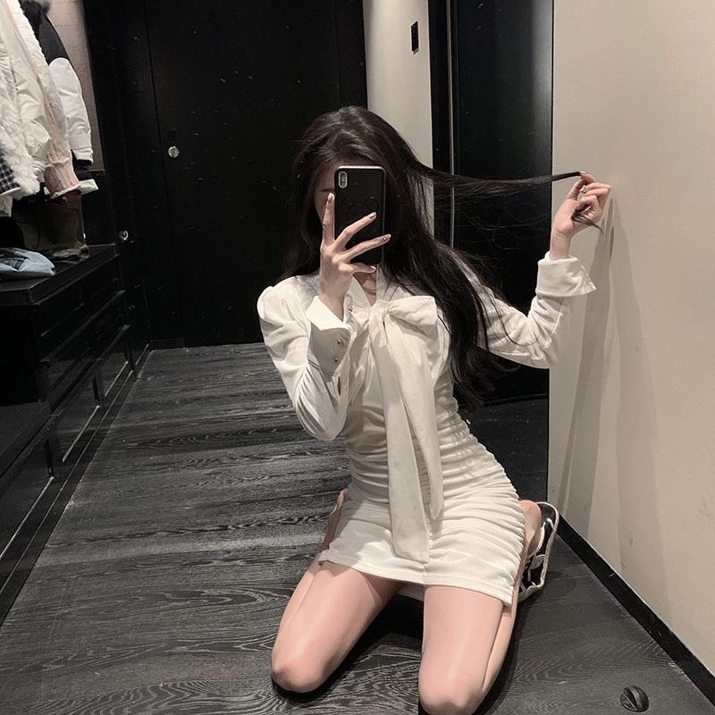 Early autumn French retro white velvet dress womens spring and autumn long sleeve medium length skirt 2021 new V-neck