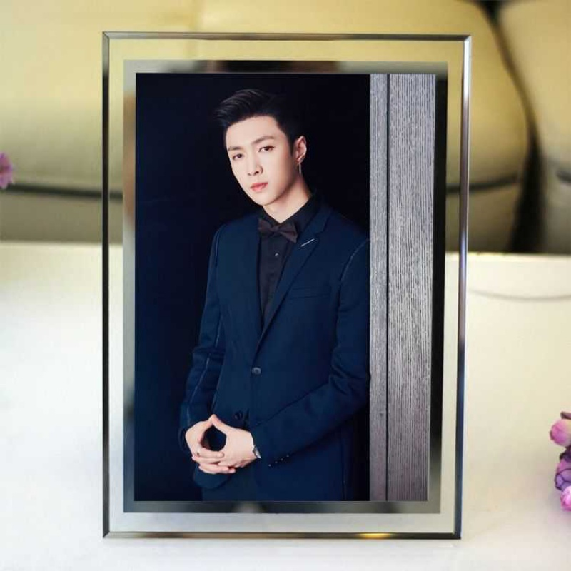 Zhang Yixing peripheral crystal photo frame Korean idol trainee 5-inch 6-inch 7-inch photo frame glass frame