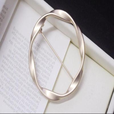 Japanese and Korean geometric exquisite ring Brooch round pin sweater cardigan buckle simple decorative buckle for men and women in Europe and America