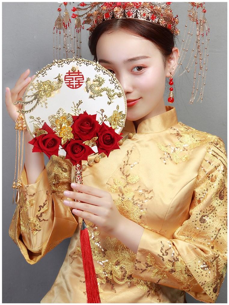给新娘的礼物结婚团扇刺绣中式出嫁花嫁喜扇手捧长柄流苏古典手。