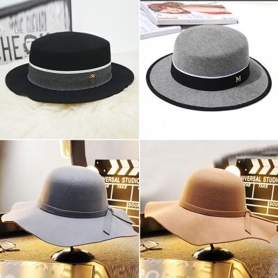 样板房全屋定制衣帽间服饰鞋帽道具装饰礼帽毛呢帽子软装饰品摆。