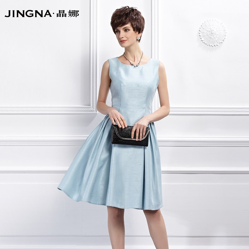 晶娜女装春款收腰显瘦圆领无袖连衣裙中裙新款时尚大摆抽褶女裙