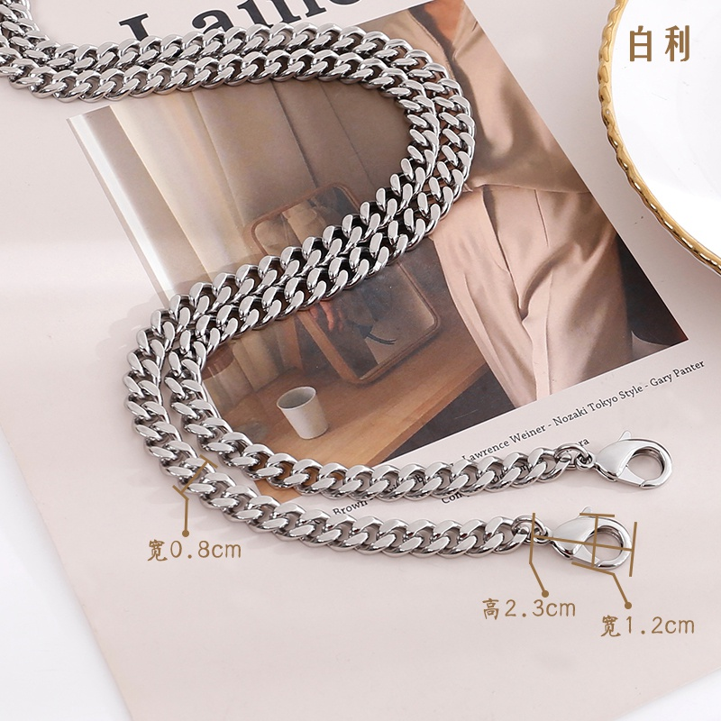 P the color belt is not a gold wrapped silver chain. Replace the bag chain with a color wrapped diagonal shoulder