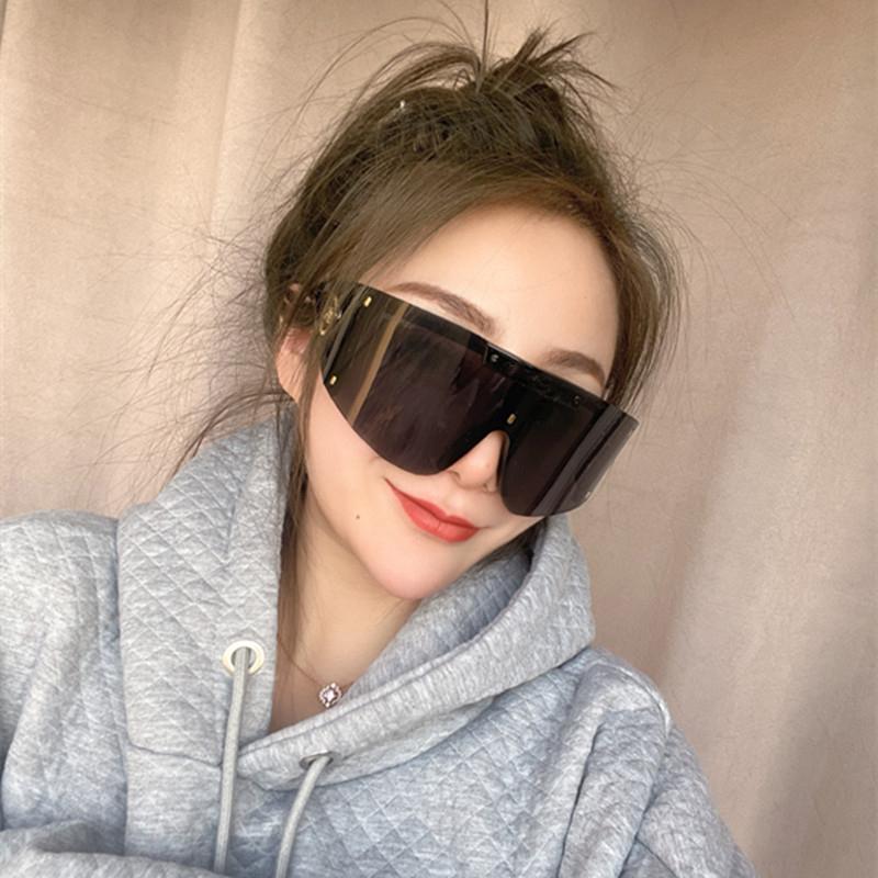 小红书墨镜女2021新款潮太阳镜防紫外线一体风镜网红街拍运动眼镜