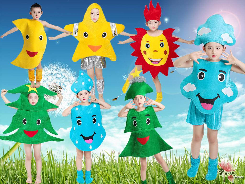 子供用のクリスマスツリーの公演服を着ます。幼児のお日様、お月様、雲様、青空の水滴ショーの衣装です。