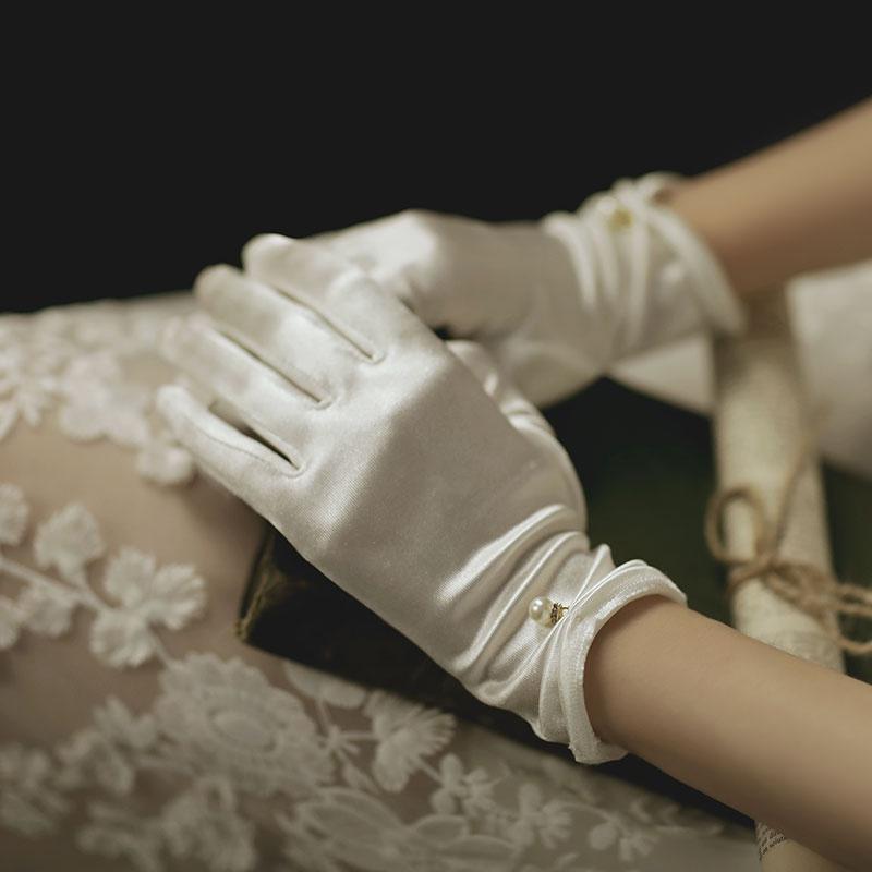 White satin all finger Bridal Gloves Korean wedding dress performance etiquette refers to the new autumn short gloves