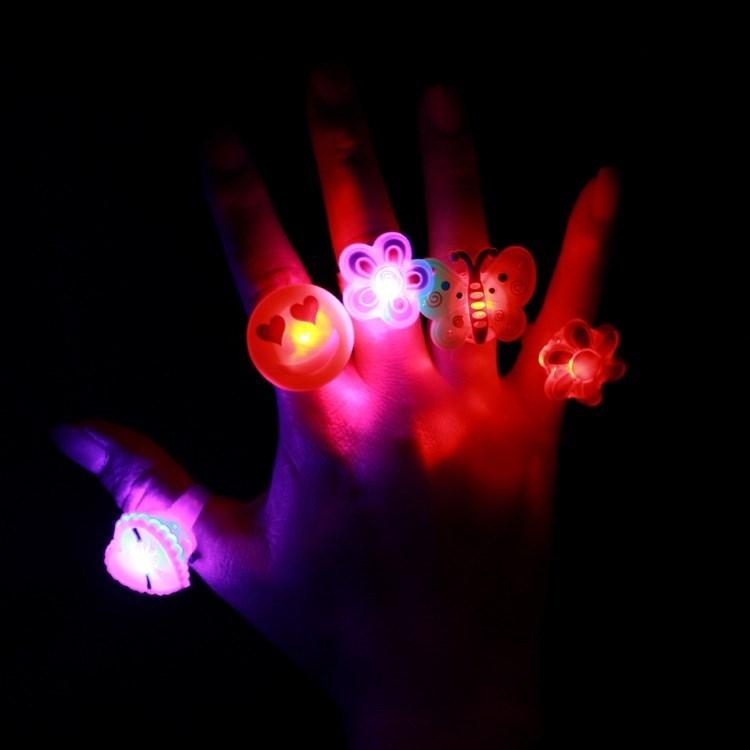 Flashing lights children will light the ring ring ring luminous square finger Princess luminous little girl projection cartoon.