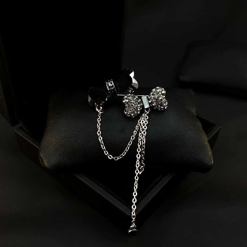 New high-end bow tie tassel Brooch special exquisite atmosphere Brooch accessories sweater coat pin 365