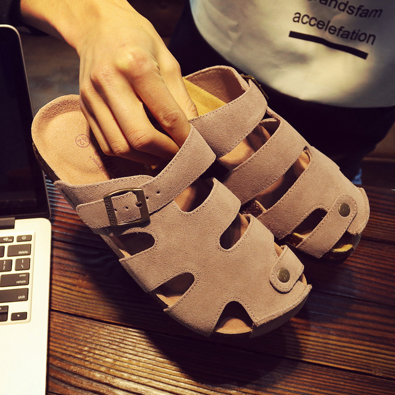。 Mens slippers hollow wrap sandals mens summer beach shoes fashion personality outdoor large size cork slippers