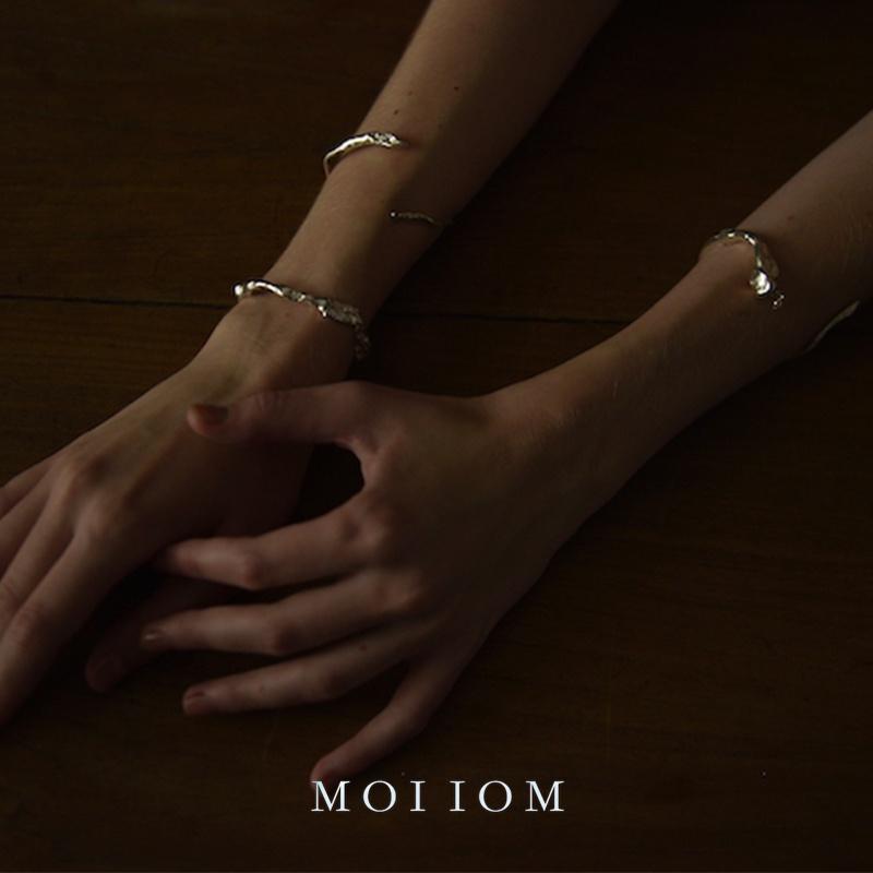 正品MOI IOM o系列 水滴珍珠不规则肌理开口手镯 925纯银ins高级