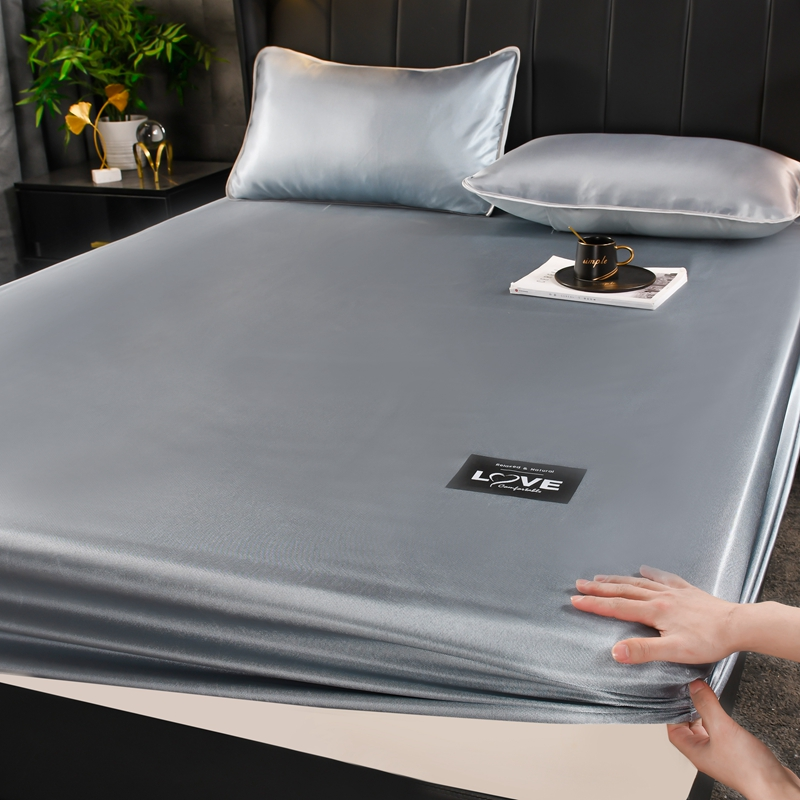 1. Use folding cool sets of people to fold learning silk single bed to wash three bed pieces in the ice season. The raw summer soft sheet can be used for water sleeping mat and straw mat home