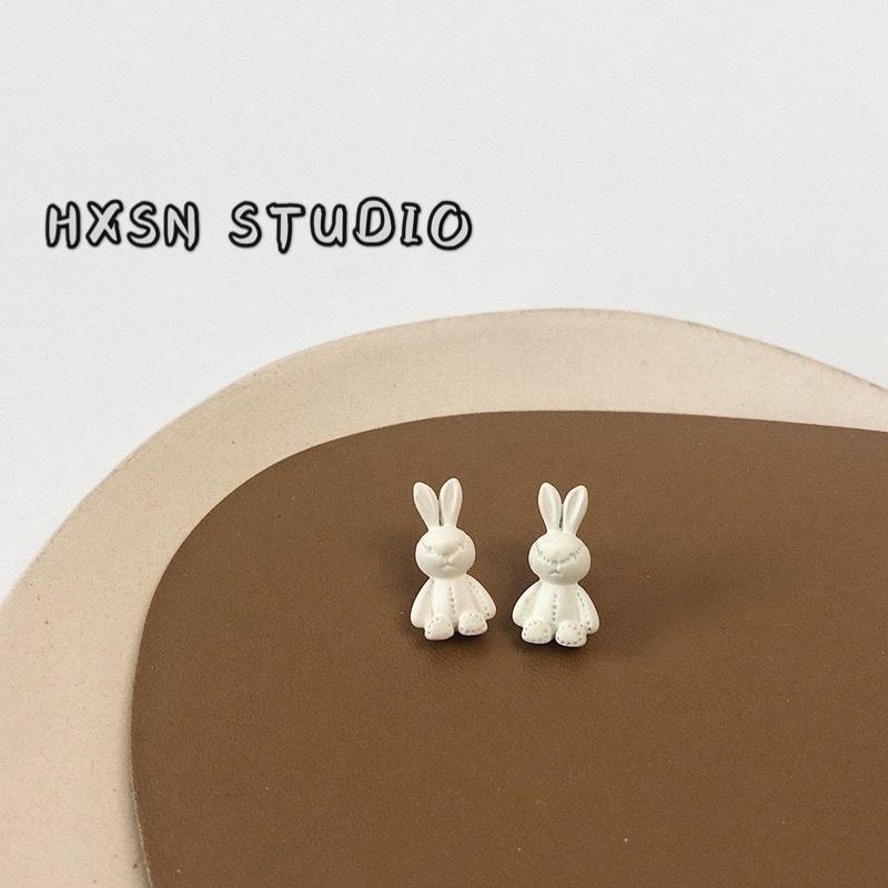 S925 silver needle lovely little white rabbit Earrings ins Korean Sen Department simple and lovely little rabbit Earrings girl.