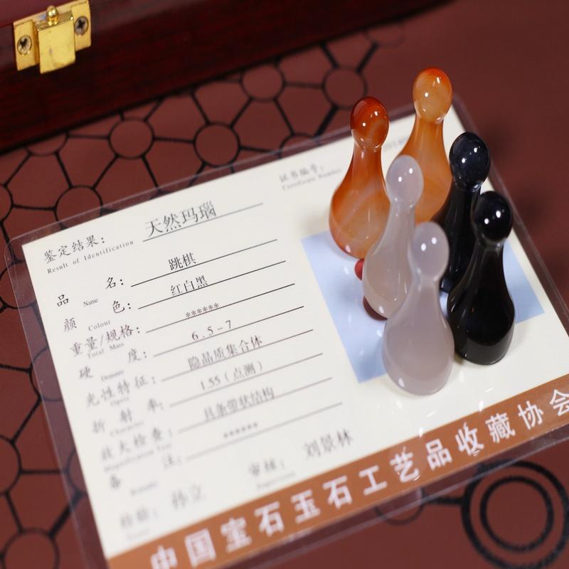 天然玛瑙跳棋玉石大号成人儿童益智亲子游戏木礼盒皮盘飞行。