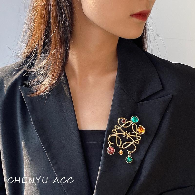 Luo. Brooch 2021 new colored stone pendant simple geometry retro versatile suit coat pin female accessories