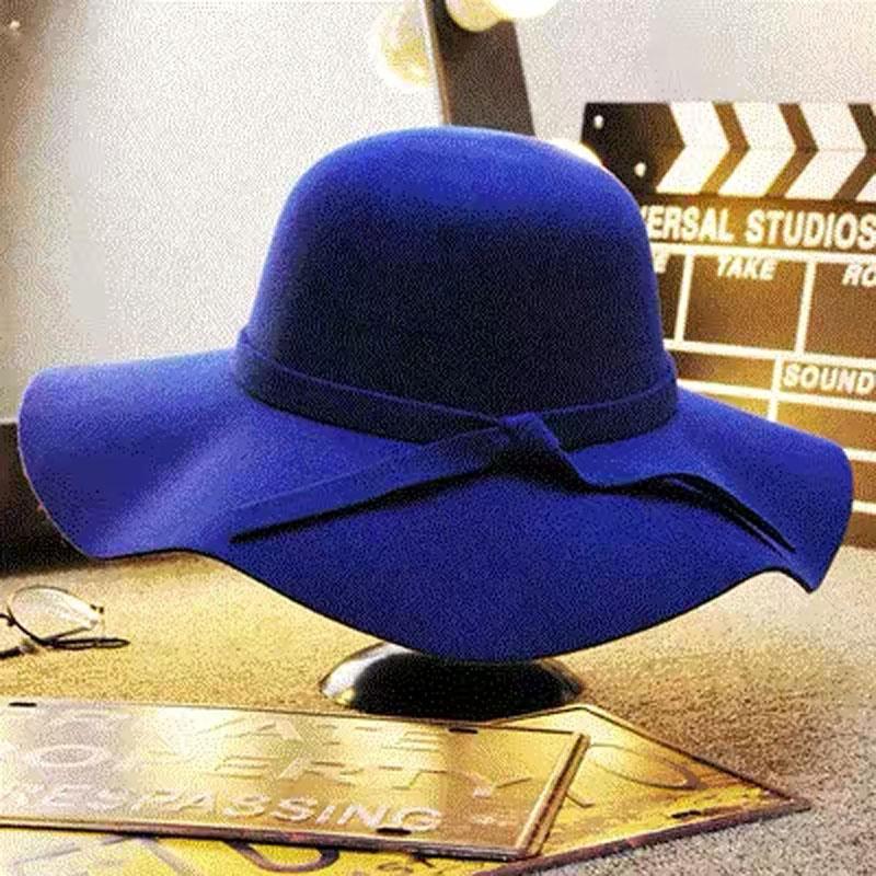 New product model room cloakroom wardrobe window ornaments womens woollen hat clothing bag modern soft decoration