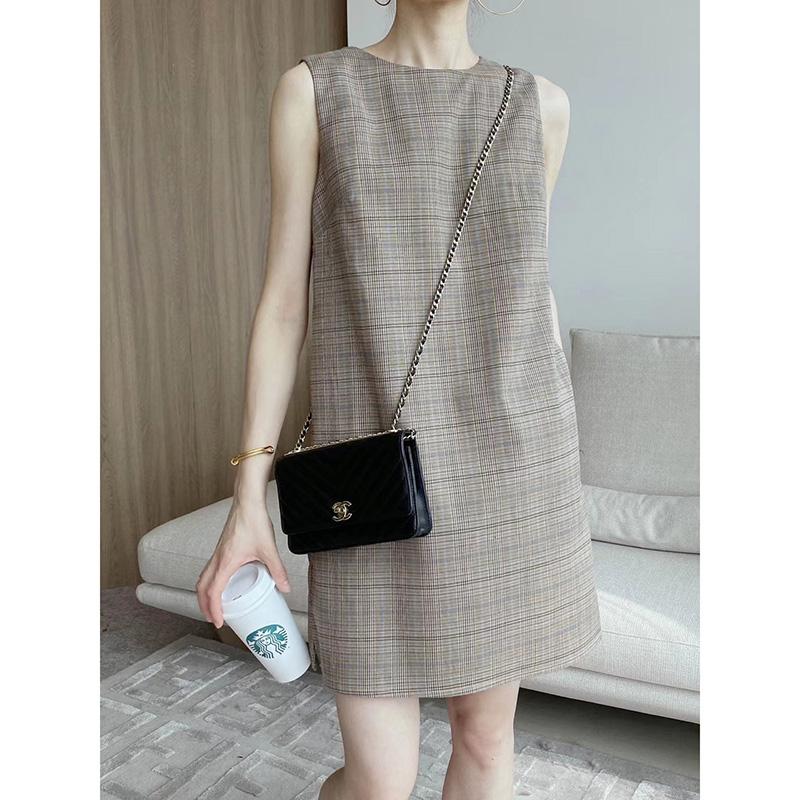 Retro port style one-piece skirt temperament straight dress new round neck sleeveless vest skirt in spring and summer 2021
